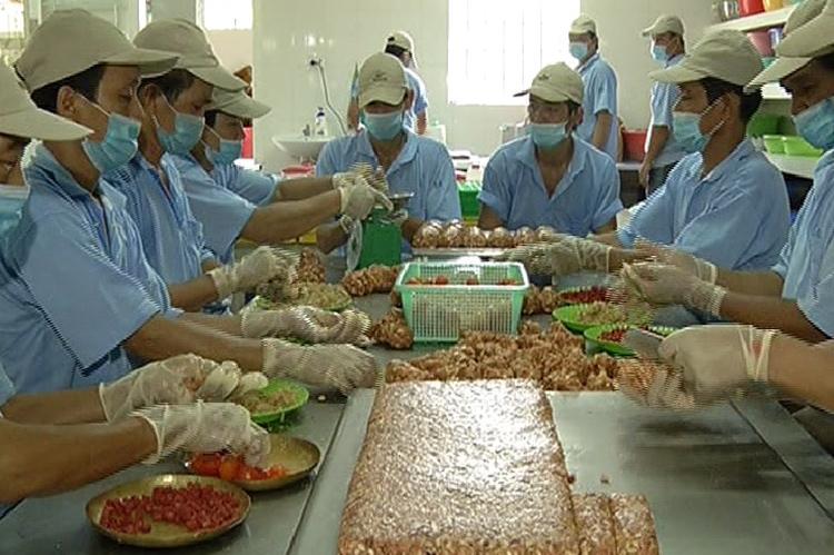 Cơ sở sản xuất thì đăng ký chứng nhận vệ sinh an toàn thực phẩm loại gì, ở đâu ?